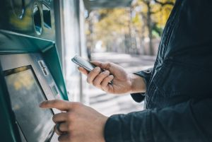 Jak odzyskać pieniądze z nieudanej transakcji bankomatowej?