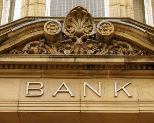 Kto powiadamia bank o śmierci właściciela konta?